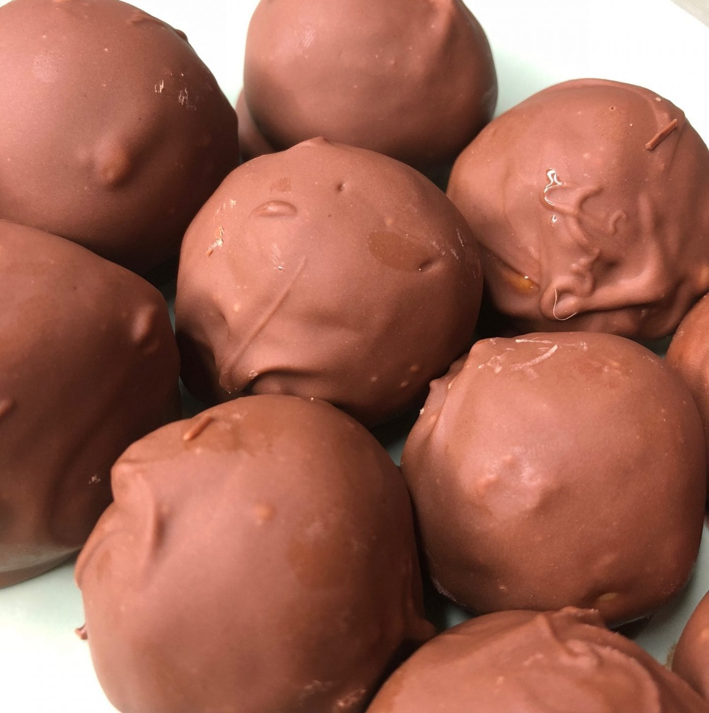 Simple No Bake Chocolate Peanut Butter Balls