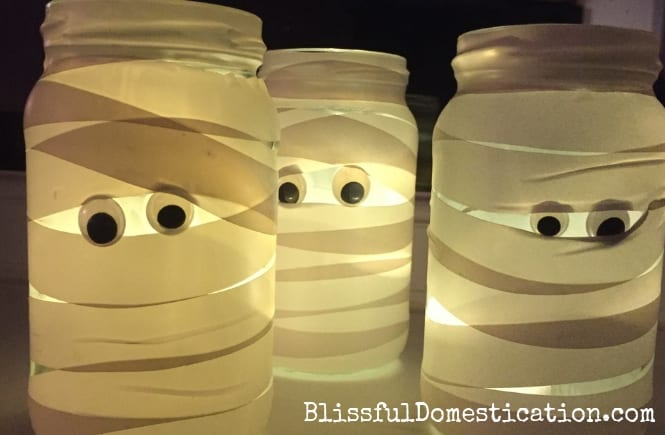 Super Simple Mummy Jar Laterns