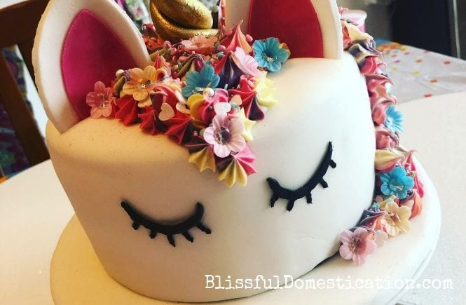 simple unicorn birthday cake featured image