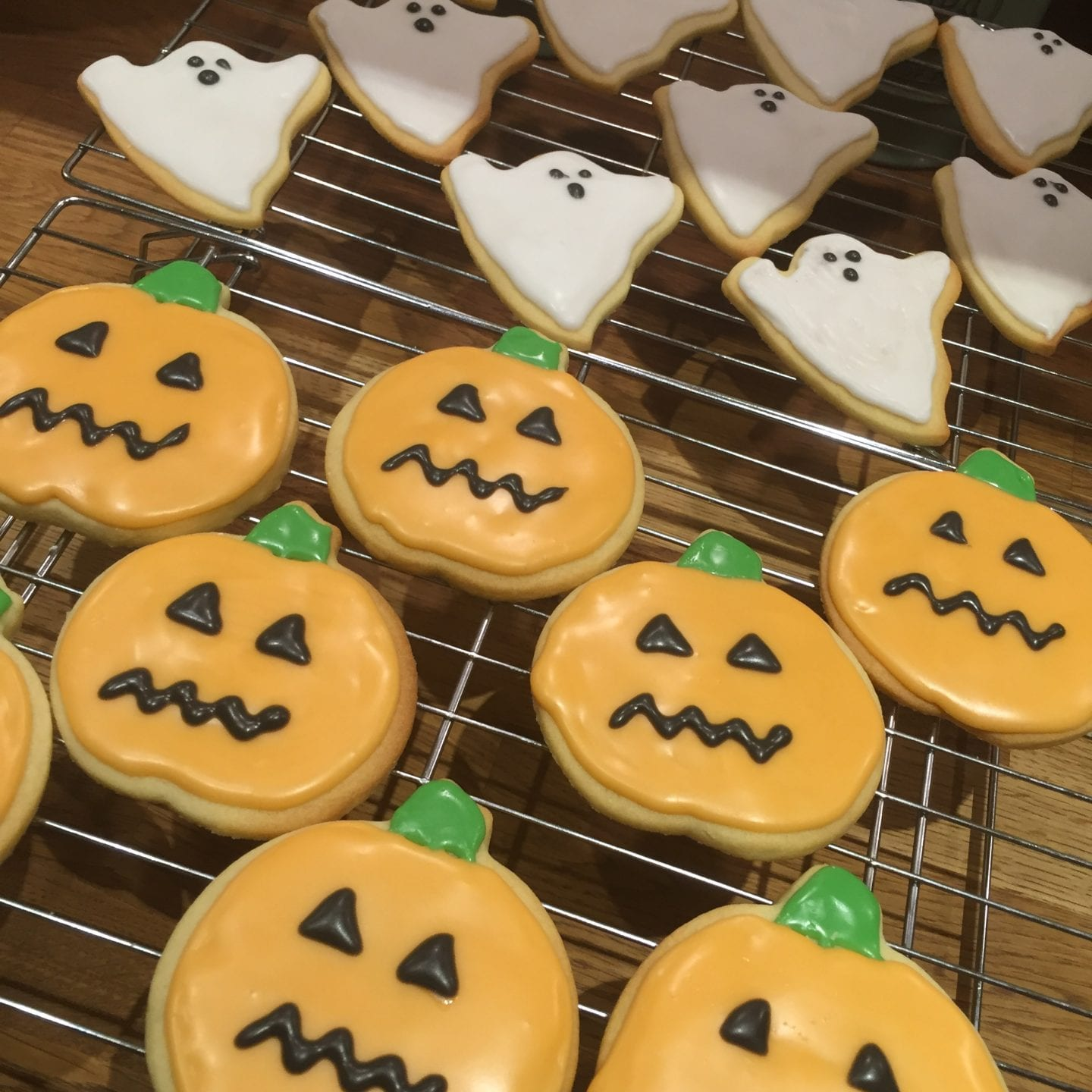 Pumpkin and ghost halloween cookies- shortbread cookies iced to look like pumpkins and ghosts